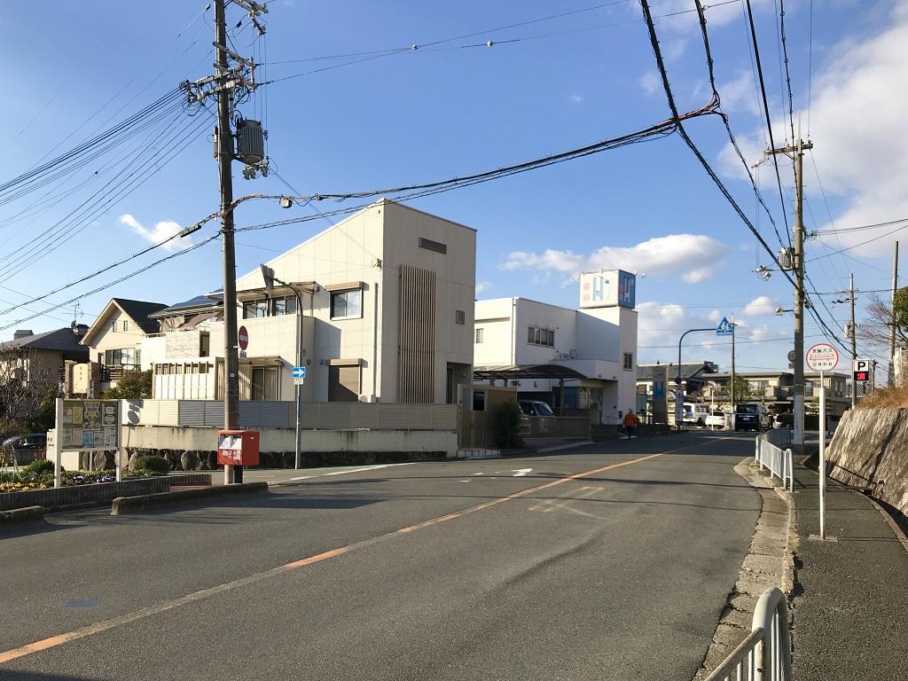 ポスト写真 :  : 三井が丘バス停向かい : 大阪府寝屋川市三井が丘三丁目10-19