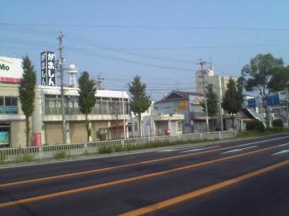 ポスト写真 : 向かいのセブンイレブンから : 名古屋道徳本町郵便局の前 : 愛知県名古屋市南区豊田一丁目14-11