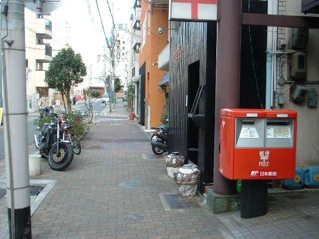 ポスト写真 :  : 神戸中山手郵便局の前 : 兵庫県神戸市中央区中山手通一丁目21-12