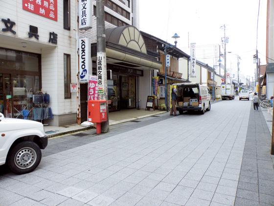 ポスト写真 : 山成紙文具店前_01 : 山成紙文具店前 : 石川県七尾市作事町3