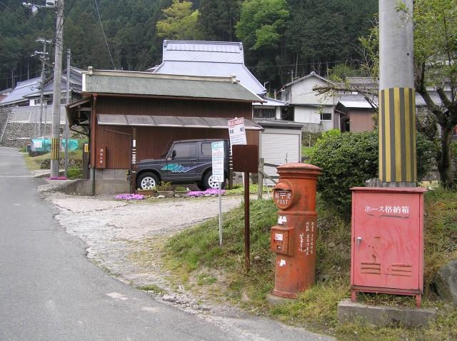 ポスト写真 : 2007年5月4日撮影 : 民宿むろう入口脇 : 奈良県宇陀市室生403