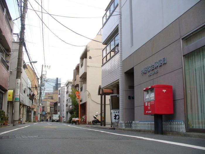 ポスト写真 : 2011.2.19 : 中野弥生郵便局の前 : 東京都中野区弥生町一丁目19-8