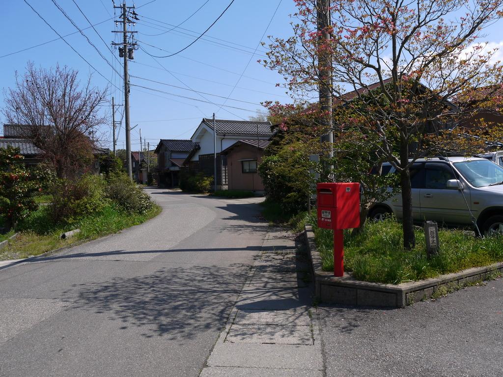 ポスト写真 : 保賀町民会館前 : 保賀町民会館前 : 石川県加賀市保賀町ソ16