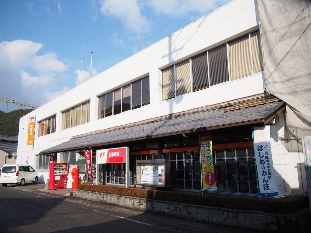 ポスト写真 : 佐川 : 佐川郵便局の前 : 高知県高岡郡佐川町甲1520-1